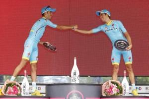 Giro2015saludoaAru