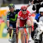 Zakarin alza los brazos, Quintana suma la victoria