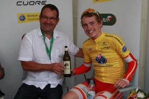 Mattias Skjelmose Jensen con vino