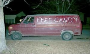 Caramelos gratis a la puerta de un colegio